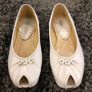 Girls Kid Express White Leather Flower Flats